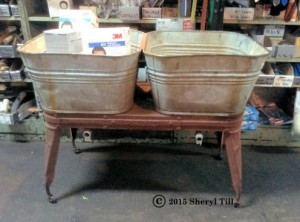 A double washtub. Don says his grandmother had one of these.  I WANT ONE!!!